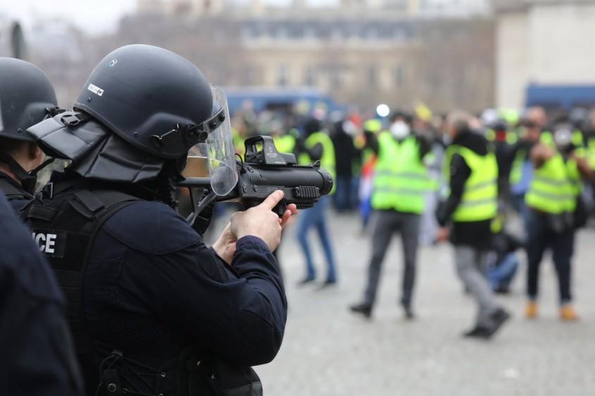 Un policier gilet jaune jugé pour... outrage et rébellion